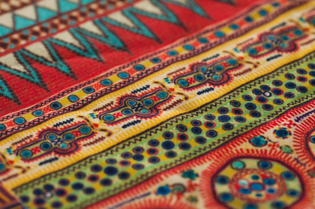 株式会社セージは伝統の横浜捺染工法によりスカーフ、服地、裏地等の企画立案から水洗・整理まで一貫生産(小ロットも可)を行います。セージの製品情報縲恤梺n・裏地